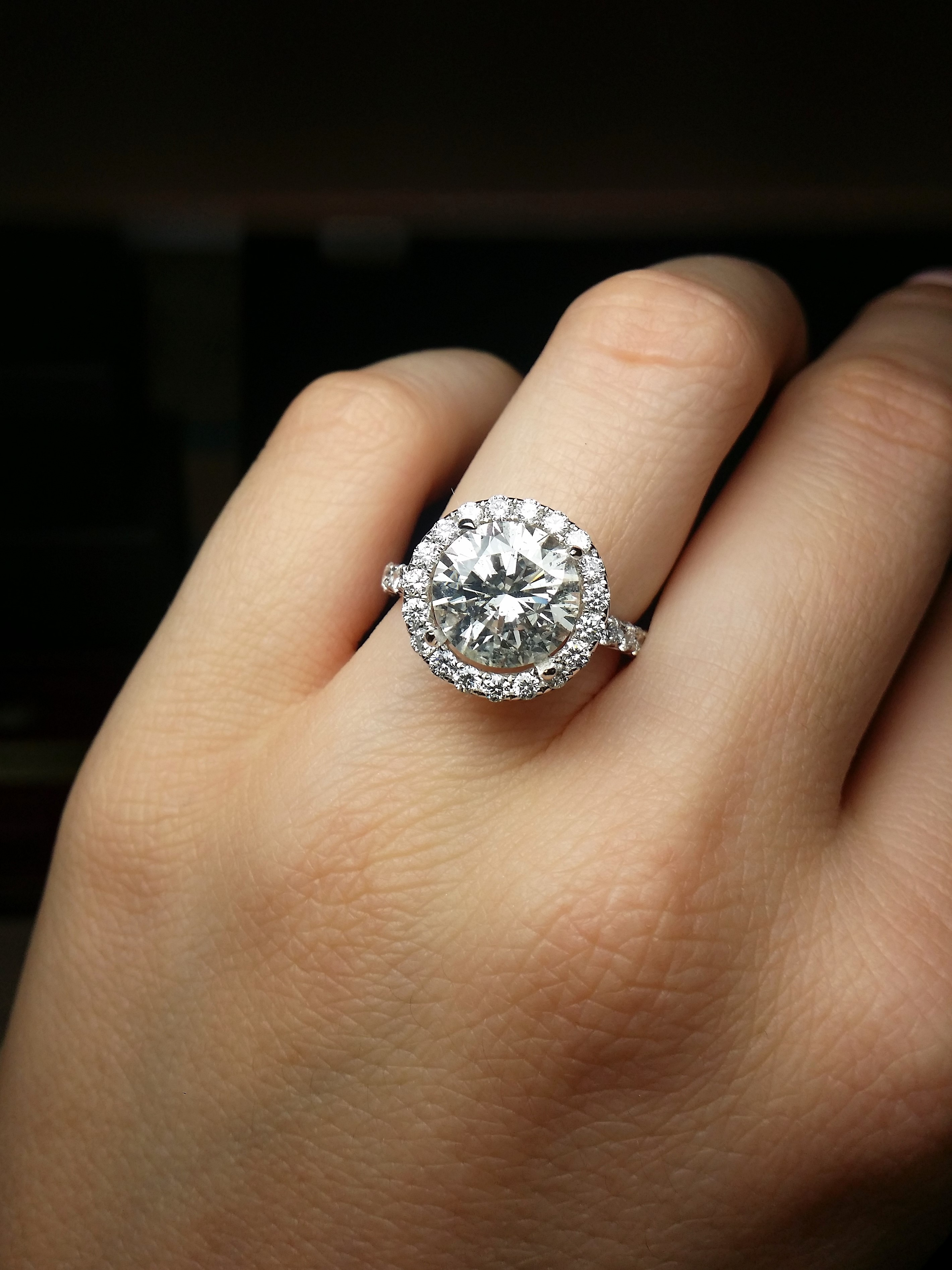 Dream engagement ring with 3.70cts round diamond
