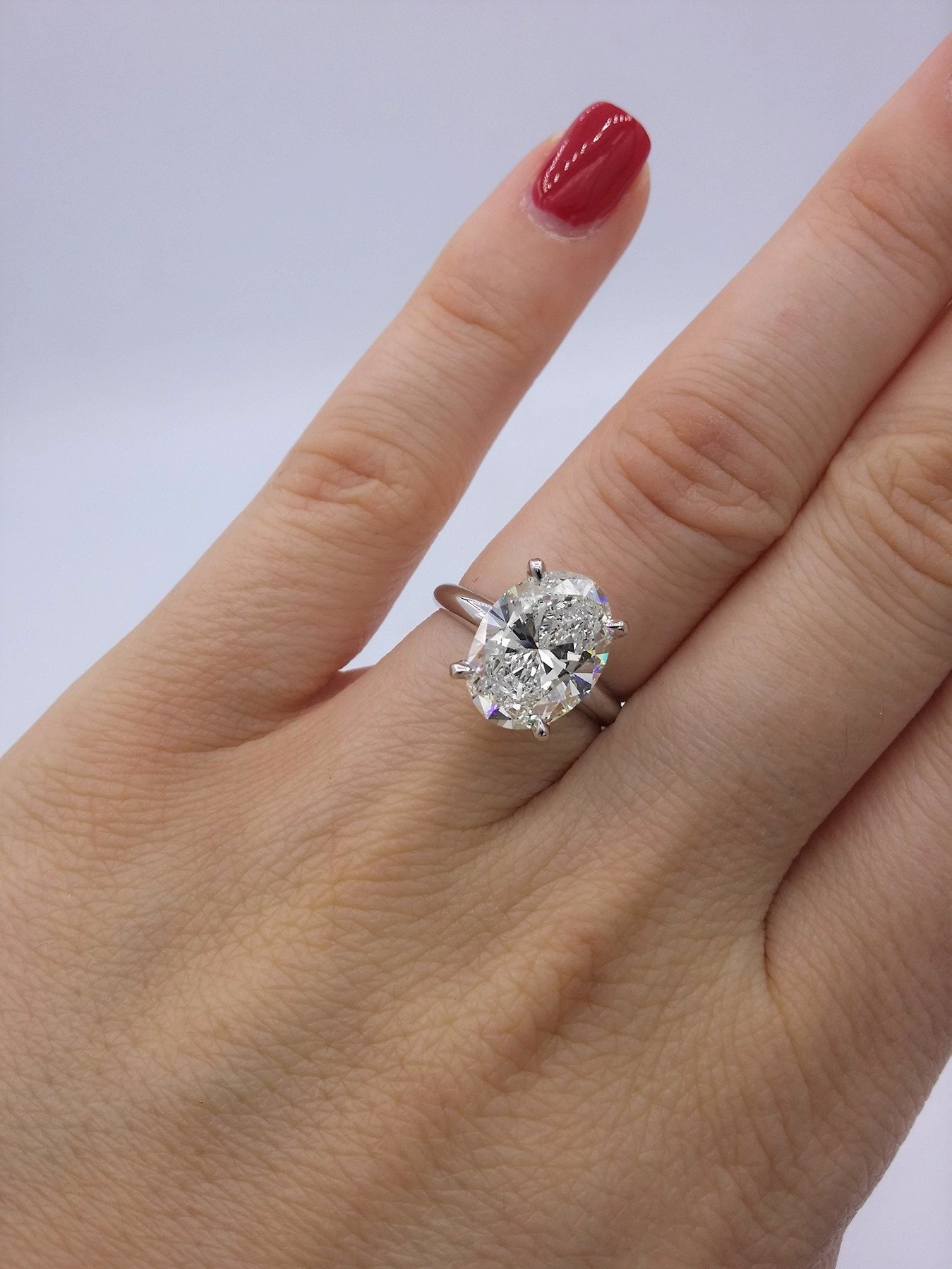 Magnificent GIA certified 3.07 cts oval cut diamond ring