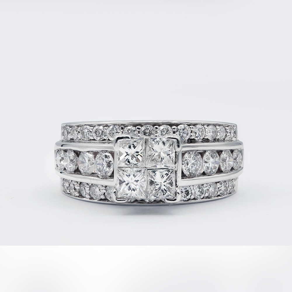 Engagement ring with 1.50ct of Princess and Round cut Diamonds