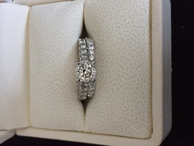 Diamond engagement ring 1.61tcw and matching band 0.66 tcw