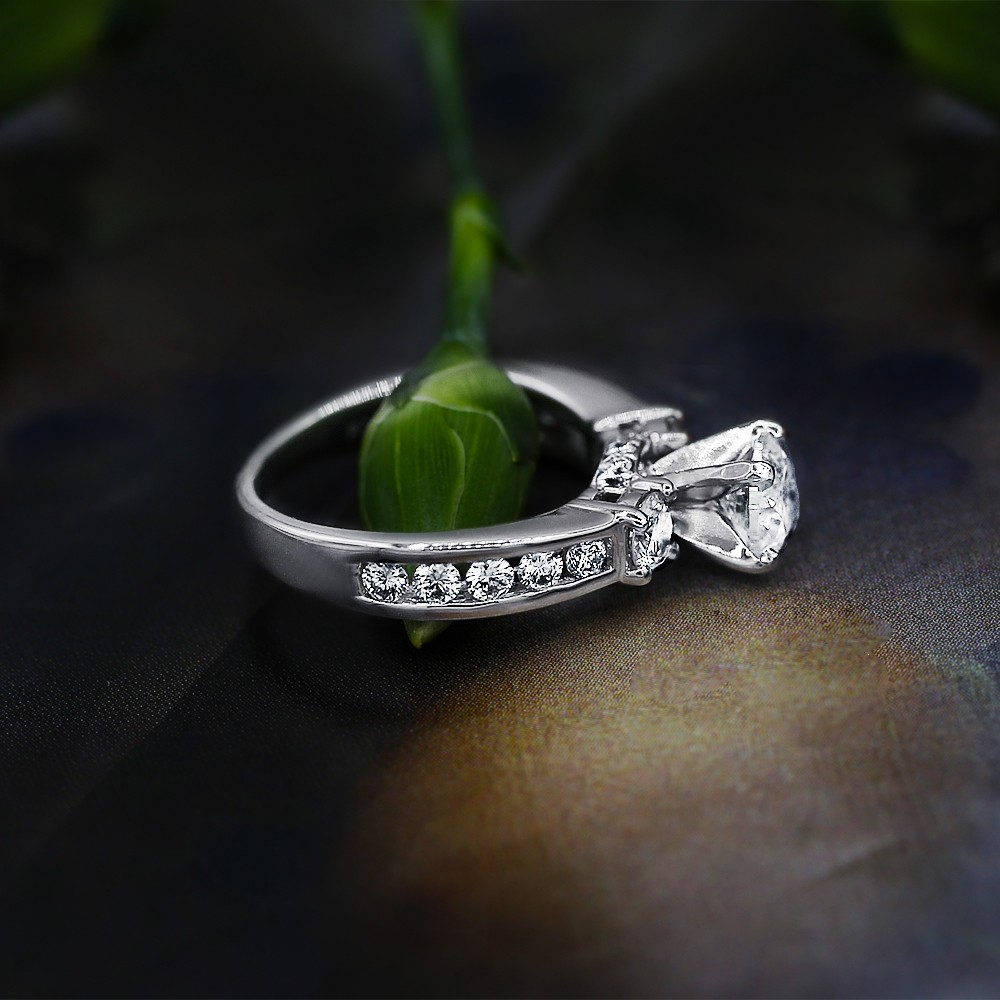 14k White Gold Engagement Ring features 1.00 ct of Diamonds