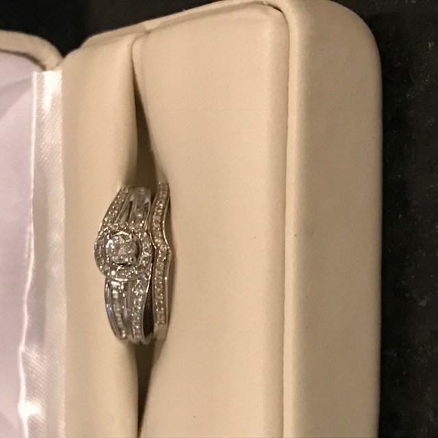 Beautiful round cut 14K white gold engagement ring and band