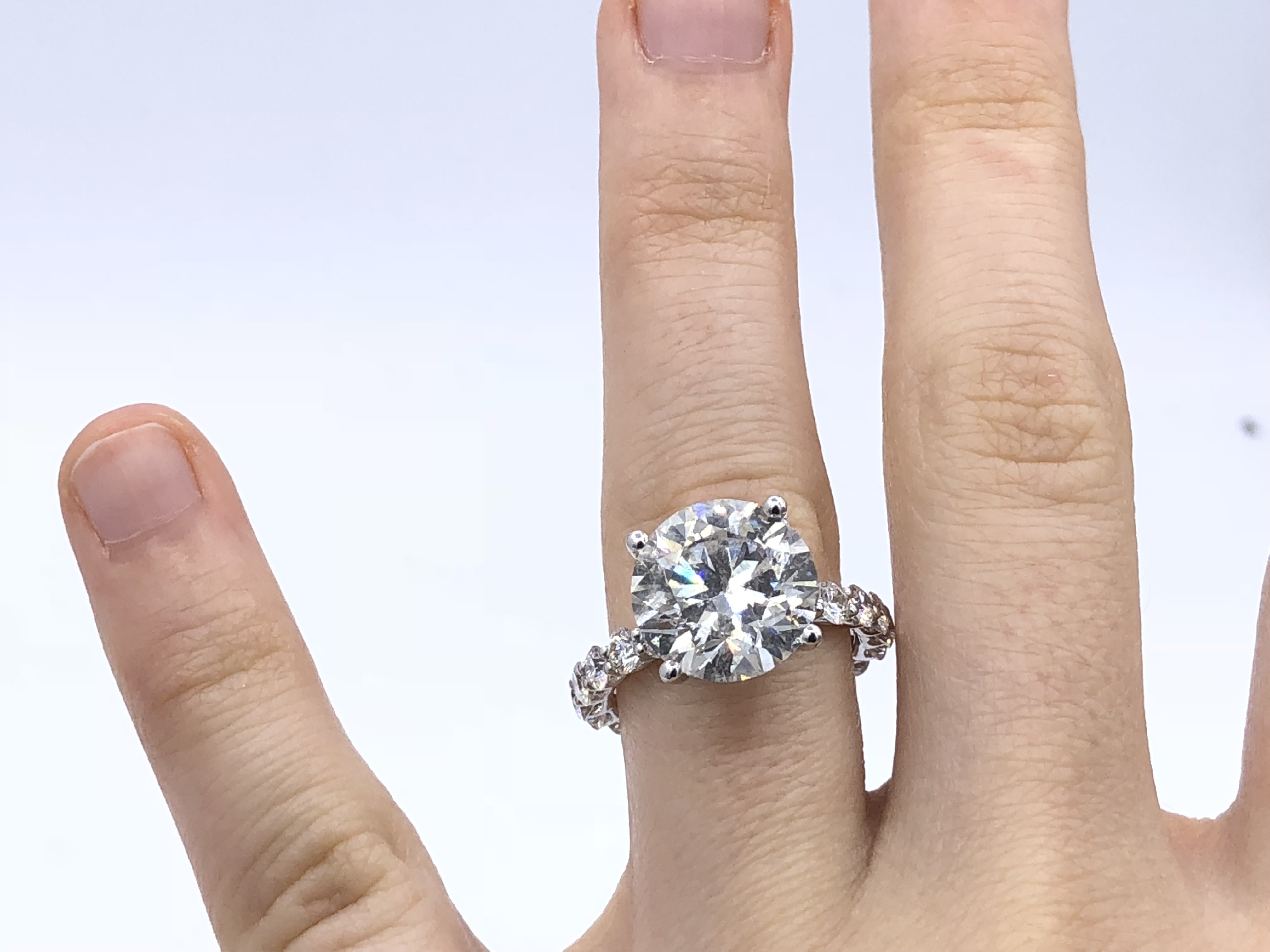 Magnificent 5.67 ct Round Diamond Engagement Ring EGL Certified