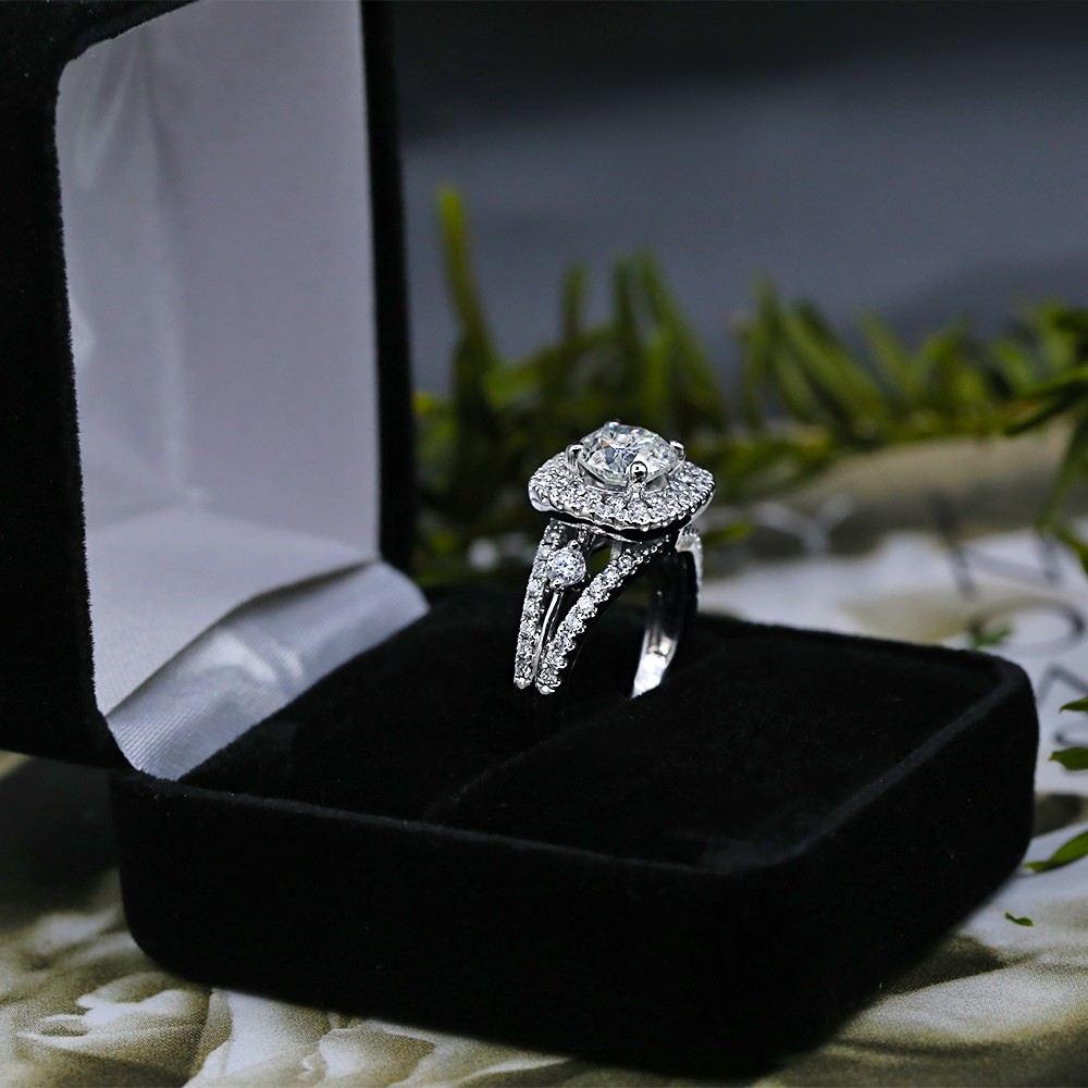 Gorgeous Engagement Ring with 2.61 ct of Total Diamond Weight VIDEO
