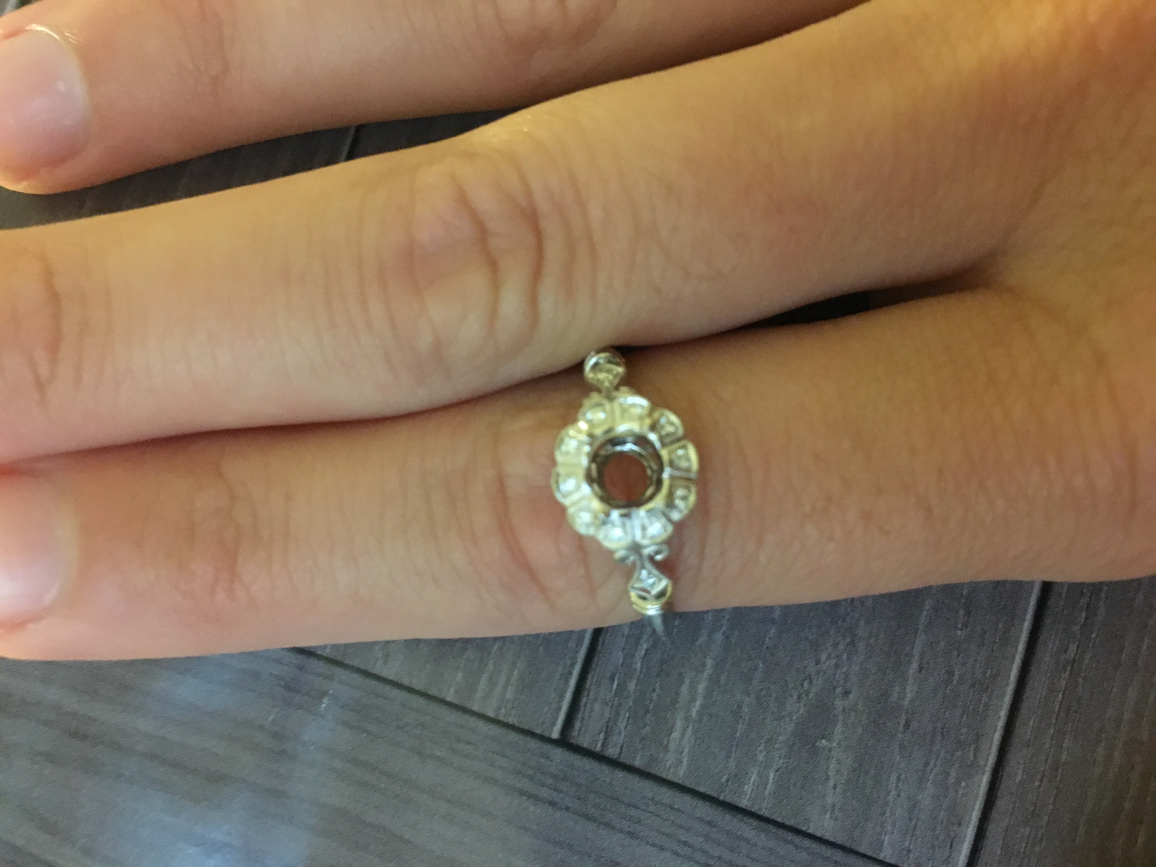 Jolie engagement ring size 8. Previously held 3/4 carat diamond