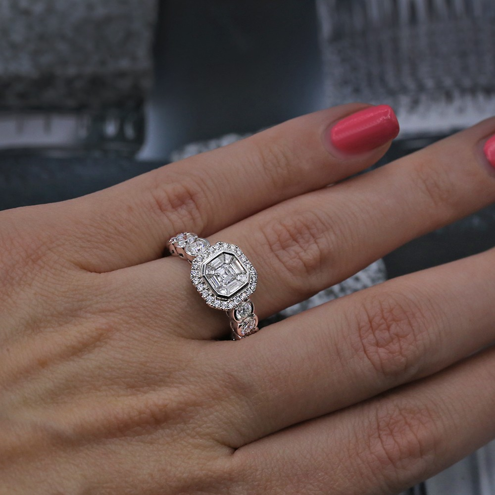 Engagement Ring with 1.50ct of Total Diamond Weight