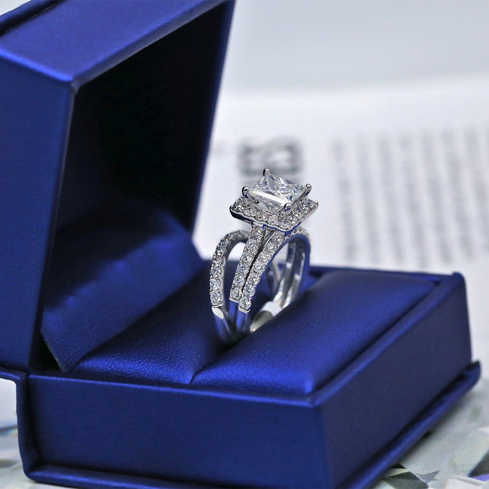 Certified engagement ring with 3.62 ct of Total Diamond Weight VIDEO