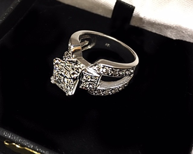 2.5 carat princess cut, big beautiful ring, eye catcher