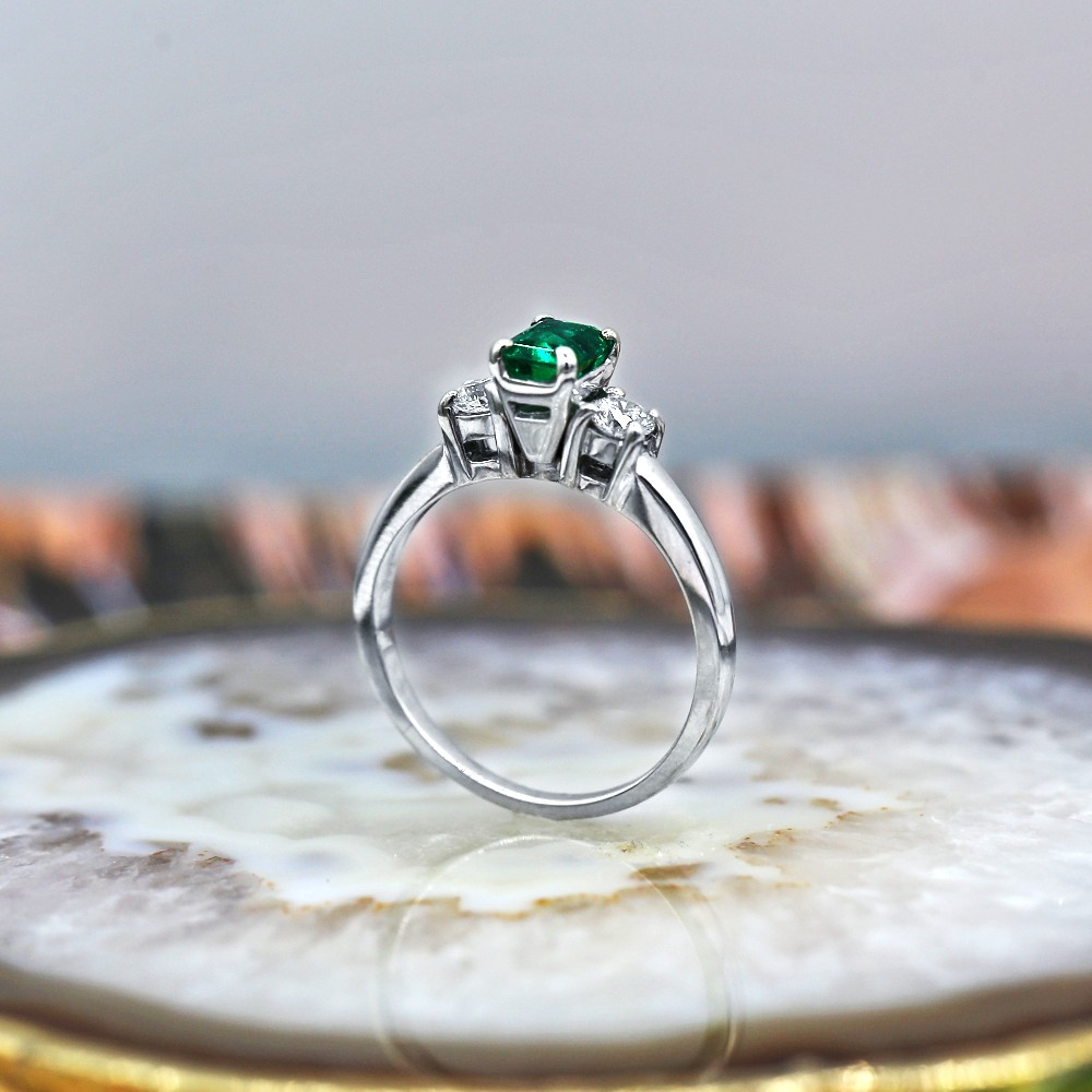 Elegant Engagement Ring with 1.00ct Center Green Emerald and two Round
