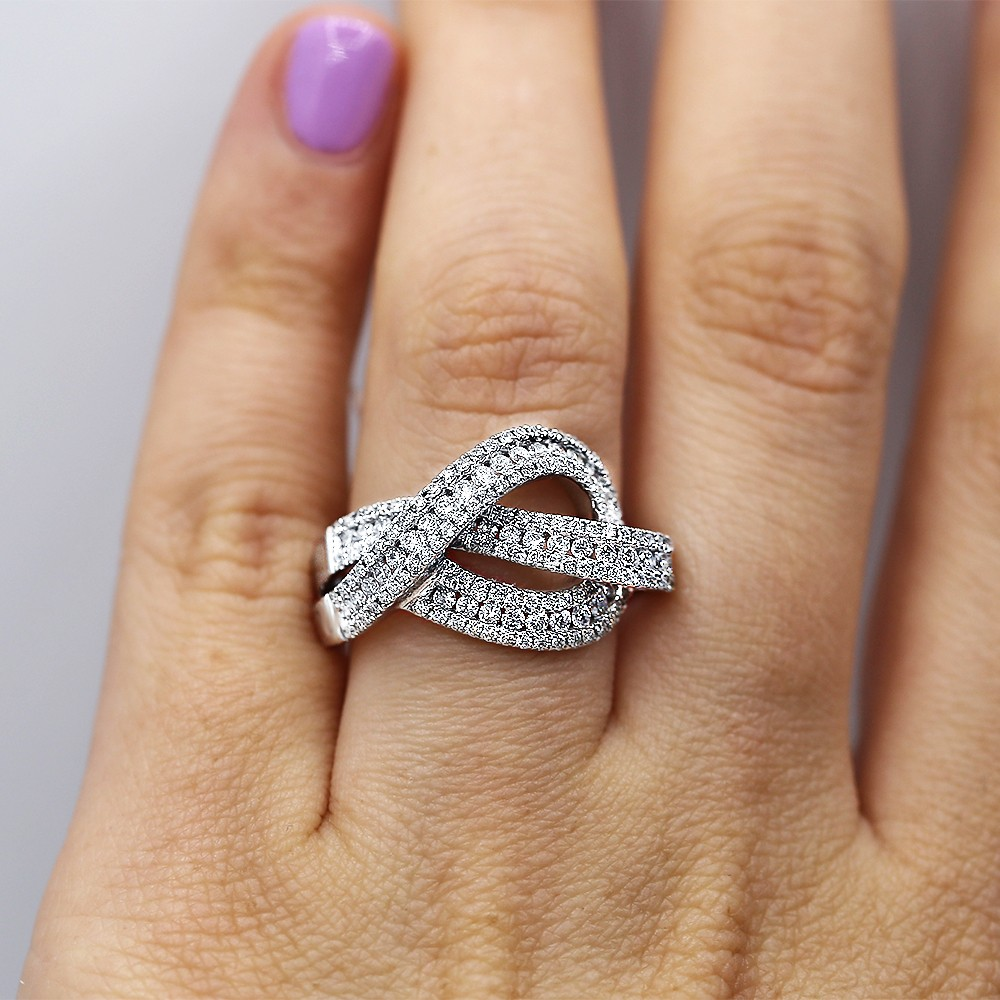 Charming 18k White Gold Cocktail Ring with 1.30ct of Natural Diamonds