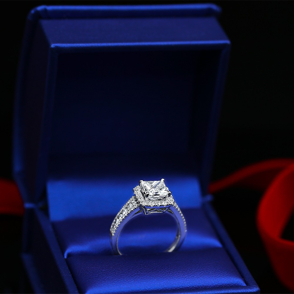 Engagement ring with Center 1.57ct Princess cut Diamond