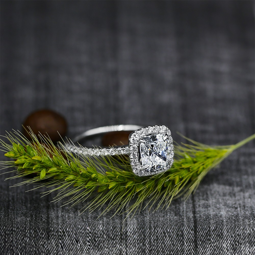 Charming Engagement Ring with Center Cushion 1.50ct Diamond