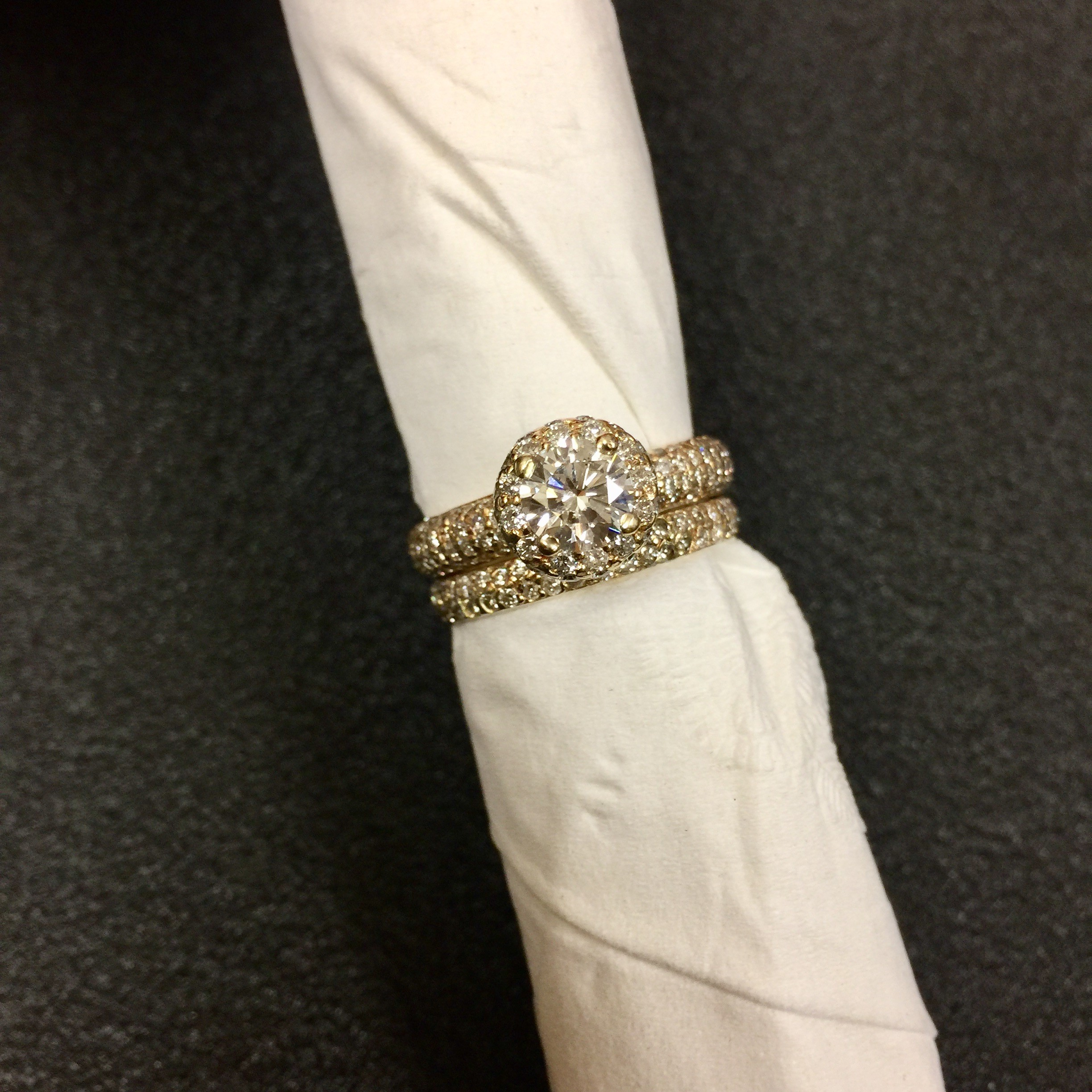 .75 Carat Round Brilliant Engagement Ring with Matching Diamond Band