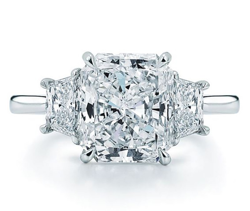 GIA certified 2.02cts radiant cut diamond ring