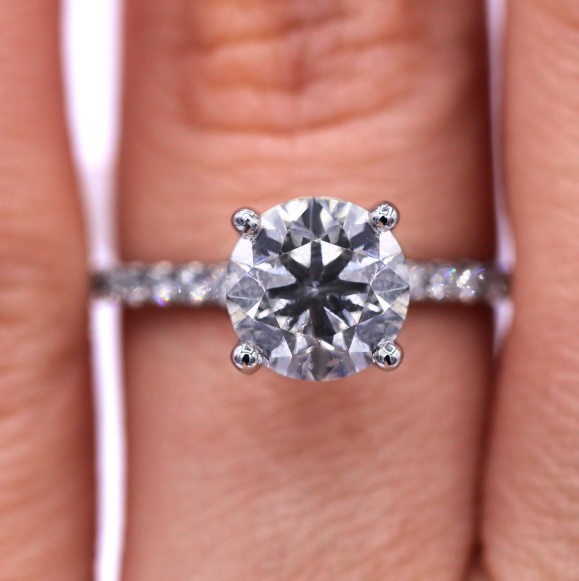 Stunning 2.40cts diamond engagement ring