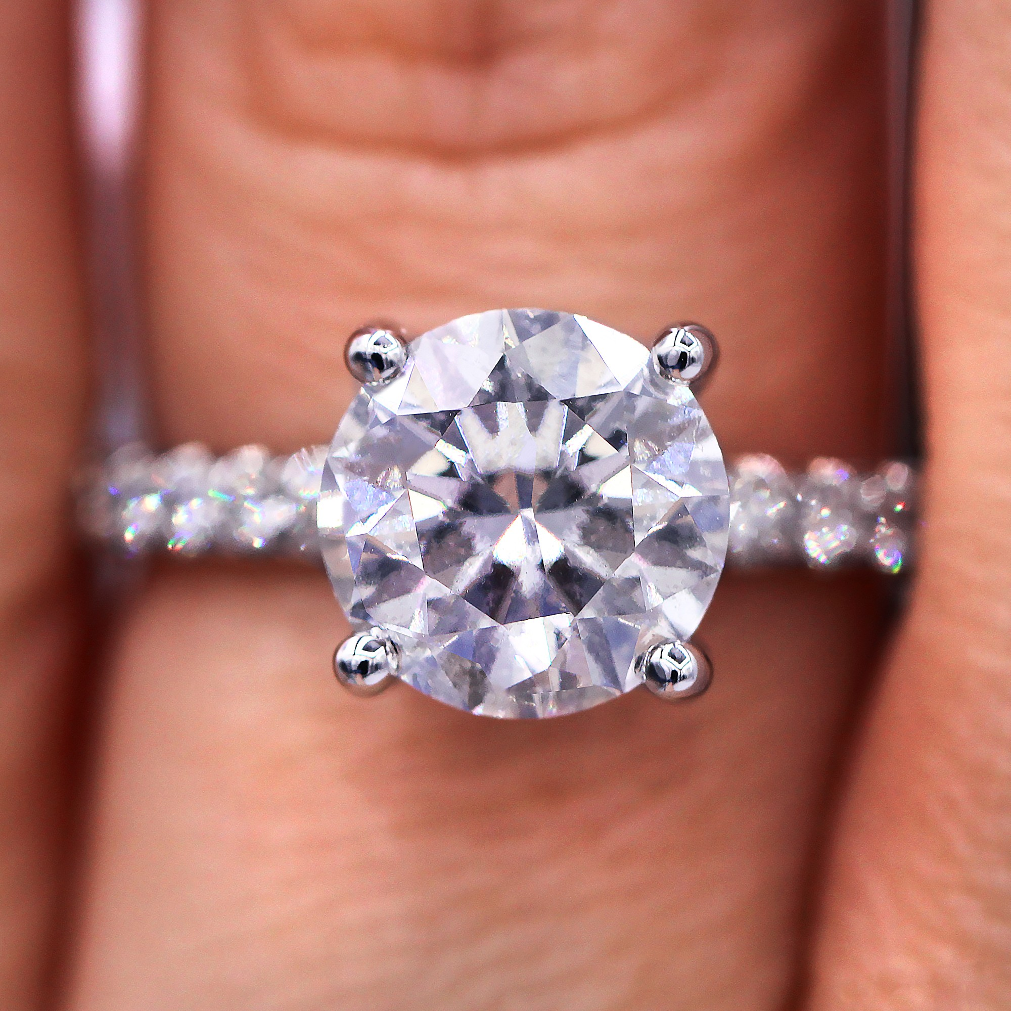 One of kind  2.89cts round cut diamond ring