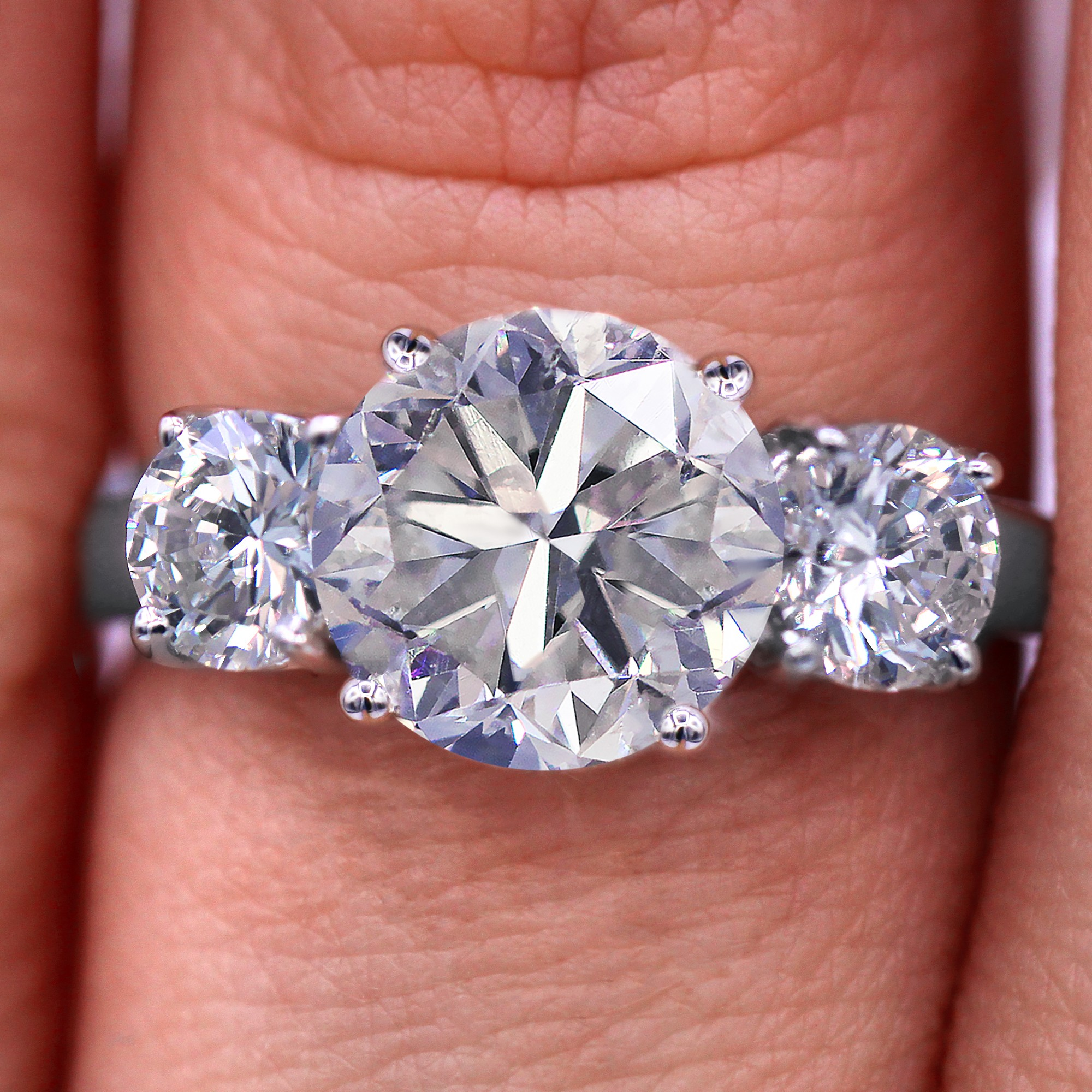 Magnificent three stone diamond ring with 3.06 TCW