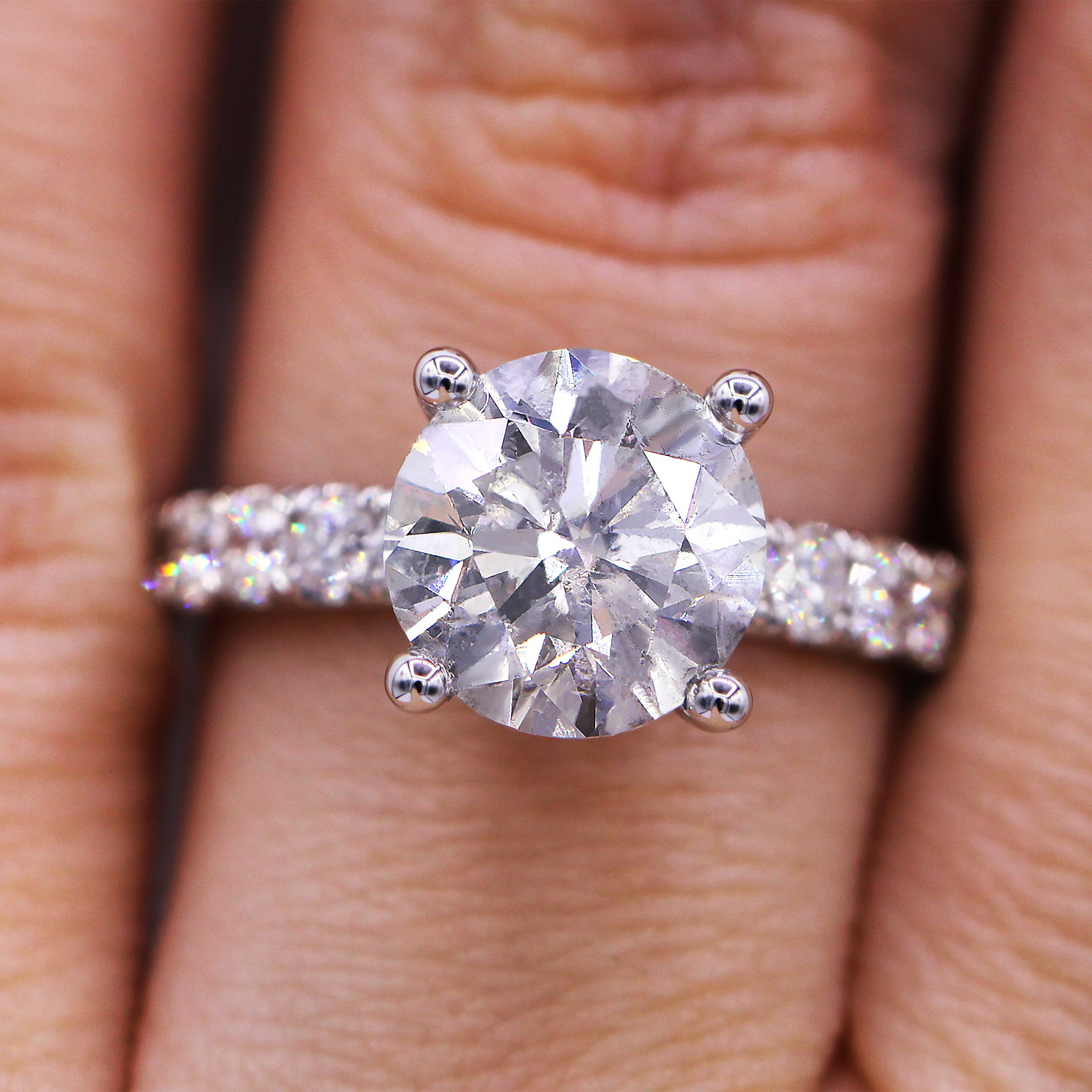 Fascinating  3.88 cts diamond engagement ring