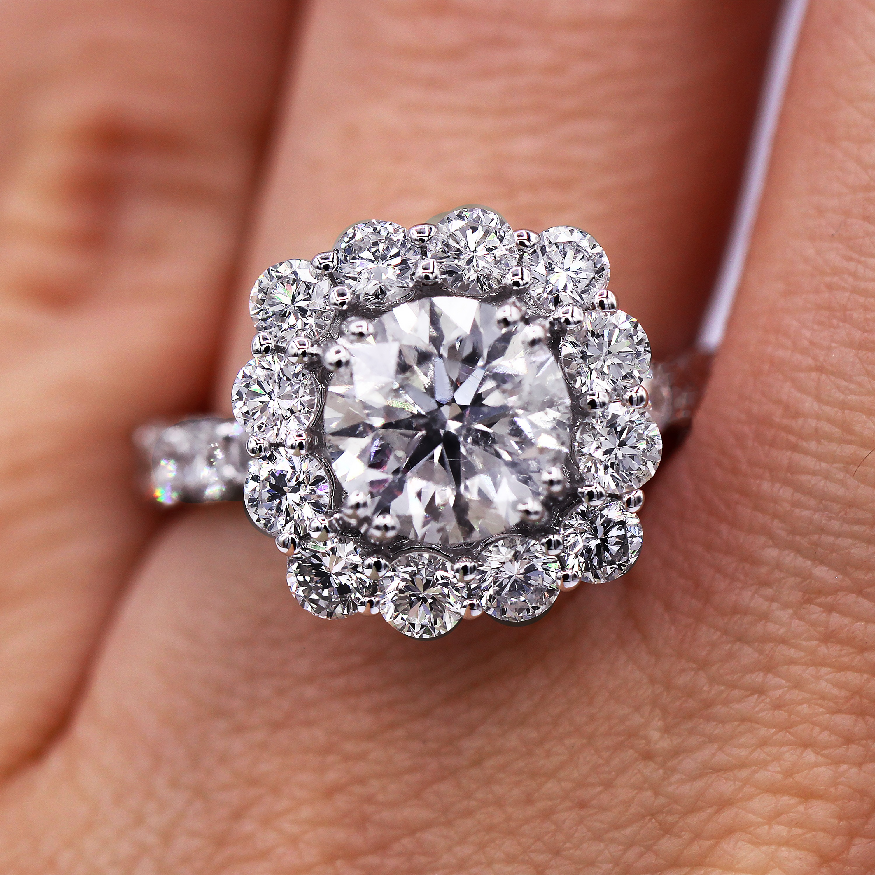 Insanely beautiful diamond engagement ring with 4.26 carats