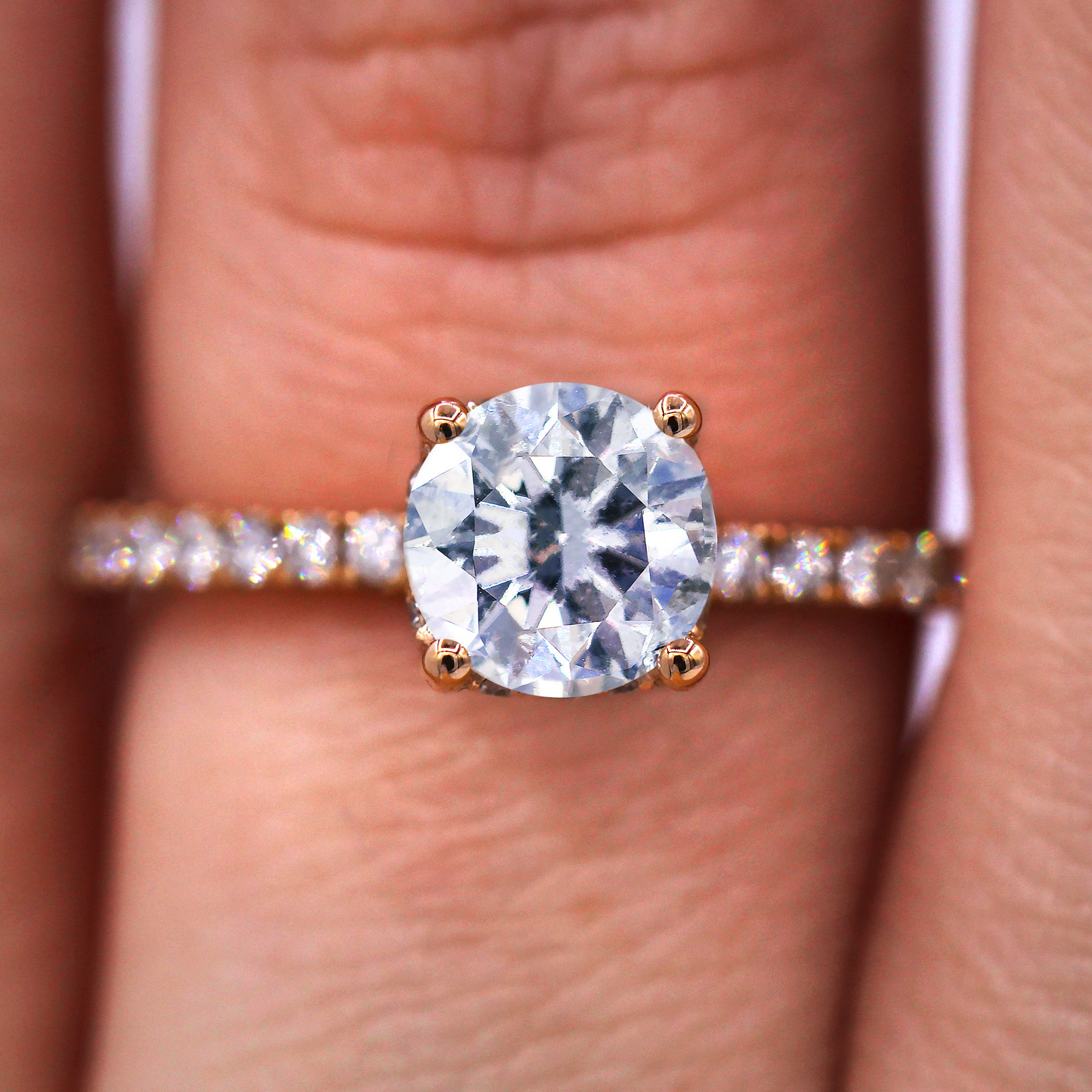 Charming Engagement ring with 1.61 TCW on pink gold