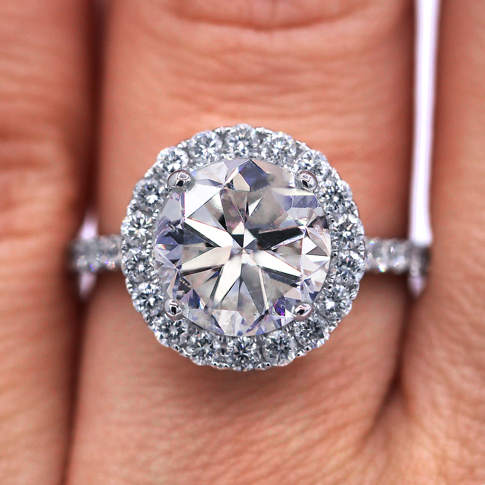 Insanely beaufull diamond engagement ring with 4.17 TCW