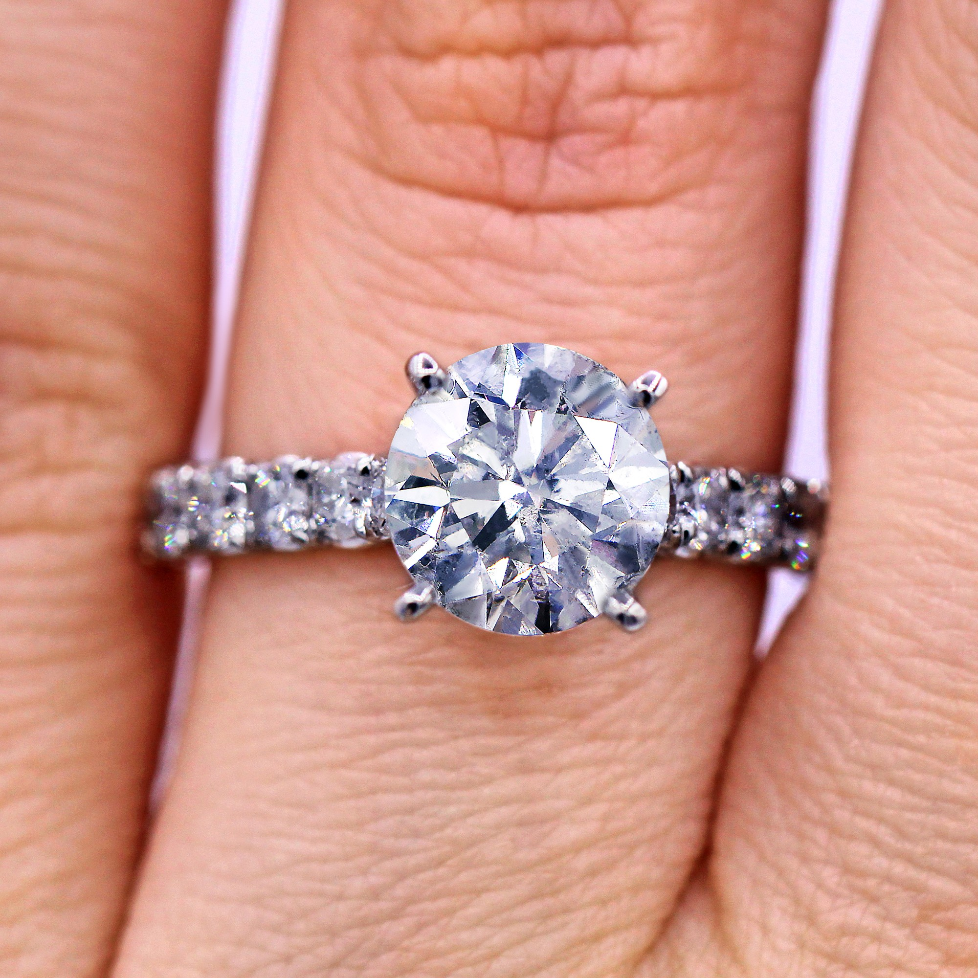 Dazzling 3.05 cts  diamond engagement ring