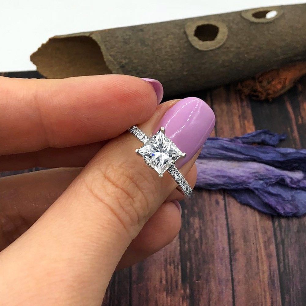 WHITE GOLD ENGAGEMENT RING FEATURES 1.11CT PRINCESS CUT DIAMOND
