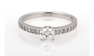 Tiffany & Co NOVO Diamond Platinum engagement ring .49 tcw
