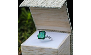 VIDEO! Amazing Engagement Ring with 6.00ct Center Green Emerald