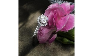Gorgeous 1.00ct Round Engagement ring